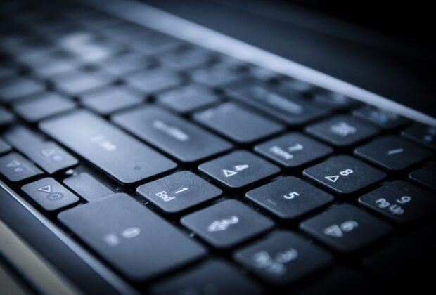 Polskie firmy informatyczne z usługami globalnymi, co potrafią